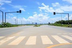 Светофор на дороге отсутствие велосипед и автомобиль стоковые фотографии rf