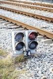 Светофор через поезд стоковое фото