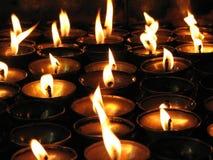 светы горящей свечи тибетские Стоковая Фотография