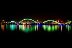 Светящий мост дракона в городе Danang Стоковое Фото