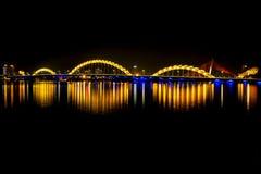 Светящий мост дракона в городе Danang Стоковые Фото