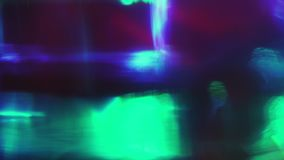 Светя пестротканые светлые формы двигая случайно в темноту Творчески сток-видео
