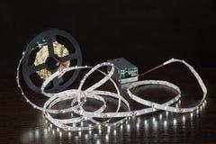 Светя свет прокладки СИД на вьюрке, около источника питания Стоковая Фотография RF