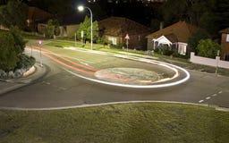 свет автомобиля делая поворот u тропки Стоковое Фото