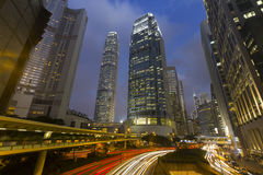 Свет автомобиля движения отстает на городском пейзаже, организациях бизнеса, Hong Стоковые Изображения RF