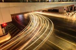 Свет автомобиля на дороге с затором движения на ноче Стоковая Фотография