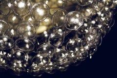 Светлая лампа с стеклянными сферически элементами дизайна современной люстры стоковое фото rf