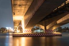Светлая выставка и тень нижнего моста, Таиланда стоковые фотографии rf
