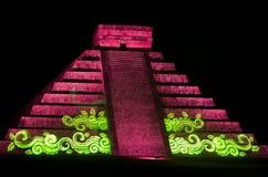 Светлая выставка на майяской пирамиде в Chichen Itza Мексика, Стоковые Фотографии RF