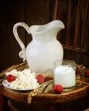Светлая еда утра от творога с клубникой и mil Стоковое Изображение