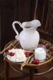 Светлая еда утра от творога с клубникой и mil Стоковые Изображения RF