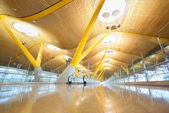 Светлая зала в авиапорте Мадрида Barajas Стоковая Фотография RF