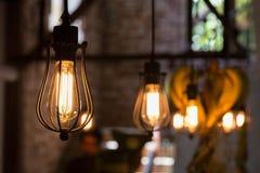 светлая смертная казнь через повешение электричества лампы украшает домашний интерьер Стоковое фото RF