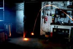 Светлая спичка следа в темной комнате Стоковые Фотографии RF