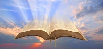 Свет библии к человечеству стоковые изображения rf