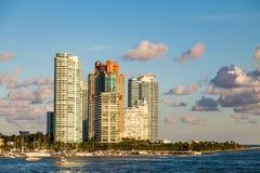Свет вечера на кондо Miami Beach Стоковые Фото