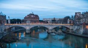 Свет вечера Angelo ` Castel Sant, Рим стоковые изображения
