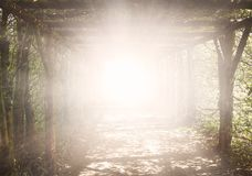Свет в темном небе вероисповедание jesus рая предпосылки стоковое фото rf