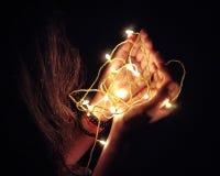 Свет в toches руки душа стоковые фото