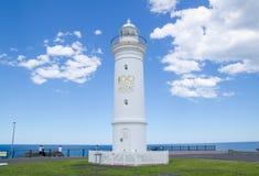 Свет гавани Kiama, активный маяк, расположен близко к пункту золоедины Изображение было принято в пасмурный день стоковые изображения rf