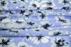 Свет - голубая квадратная светлая ткань дезинтегрированные pleats нежности стоковые изображения