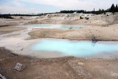 Свет - голубые бассейны вулканической воды в Вайоминге Стоковые Изображения RF