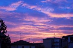 Свет захода солнца над городком Стоковая Фотография