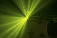 Свет диско световых лучей зеленого света Стоковое фото RF