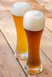 Свет и темное пиво немецкой пшеницы Стоковое Фото