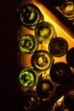 Свет и темнота через стеклянную бутылку Стоковые Фото