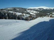 Свет и тень в открытом взгляде ландшафта зимы стоковое изображение
