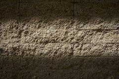 Свет и тень на старой кирпичной стене Стоковое Изображение