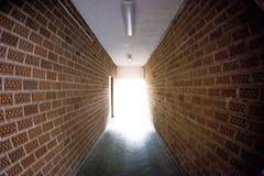 Свет кончает тоннель Стоковое Изображение