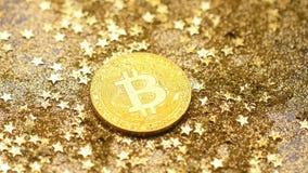 Свет макроса сияет монетку принадлежа к системе платежей
