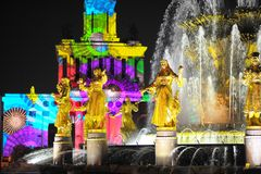 Свет Москва праздника вечера выставки фонтана Стоковое фото RF