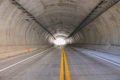 Свет на конце тоннеля стоковые изображения