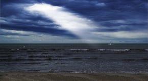 Свет неба к шлюпке Стоковые Фото