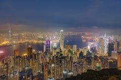 Свет ночи города Гонконга на сумерках стоковая фотография rf