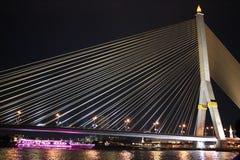 Свет ночи моста веревочки стоковые фотографии rf