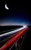 Свет ночи шоссе отстает луну Стоковые Фотографии RF