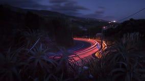 Свет отстает на дороге в ноче - Sao Мигеле Португалии Азорских островов Стоковая Фотография