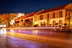 Свет отстает от шлюпки в реке в Малакке, Малайзии стоковые изображения