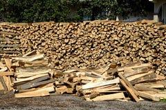 свет пожара серый вносит древесину в журнал woodpile Стоковое Изображение RF