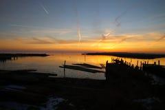 Свет последнего ` s солнца на заходе солнца над малым портом Стоковые Фотографии RF