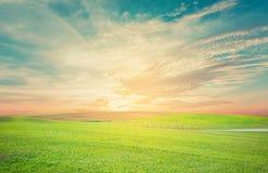 Свет рассвета искусства луга естественного ландшафта неба внешний backgroundBeautiful первого дня нового дня Стоковое Изображение RF