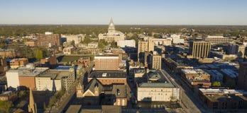 Свет рассвета ударяет городское здание Спрингфилд Иллинойс капитолия государства стоковая фотография rf