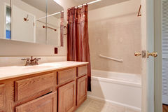 Свет - розовая ванная комната стоковая фотография rf