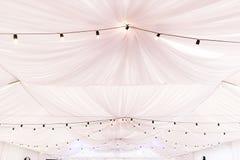 Свет - розовый потолок шатра свадебной церемонии Стоковое Изображение RF