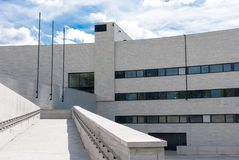 Свет - серый фасад здания Стоковое Фото