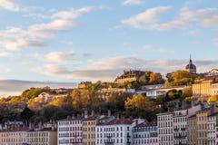 Свет Солнця на зданиях и деревьях в Франции Стоковое Изображение